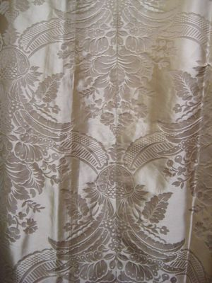 Pale Gold Large Damask